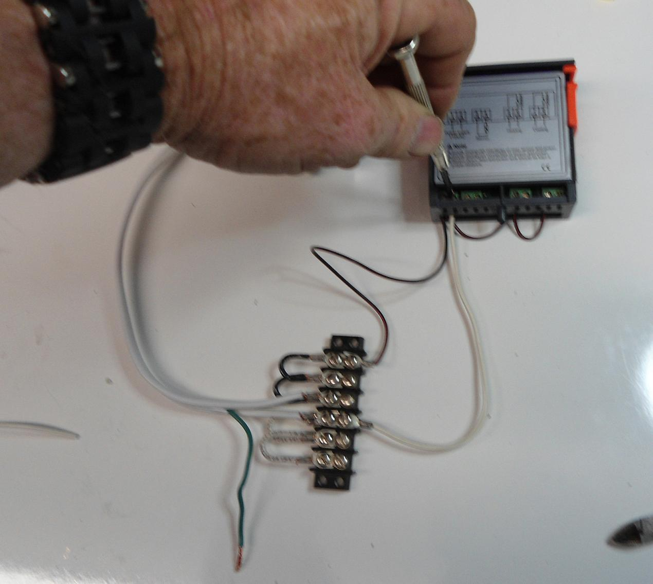 Wiring An Stc 1000 Heat And Cool Thermostat Step By Diagram For Temperature Controlled Dsc00576