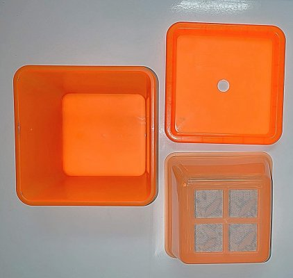 worm keeper 3 parts - lid bottom and middle.jpg